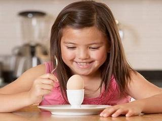 Vì sao trẻ em không nên ăn nhiều trứng?